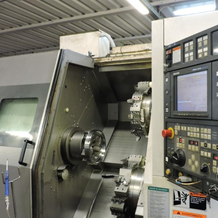MORI SEIKI ZL-250 - Tornio CNC a quattro assi con due torrette e caricatore automatico